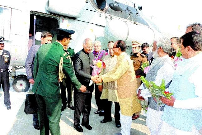 President unveils Nanaji Deshmukh's statue in Chitrakoot