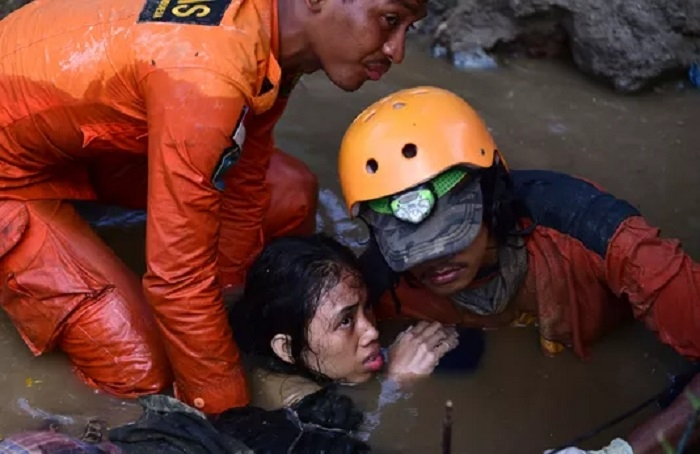 Death toll in Indonesia quake-tsunami tops 800