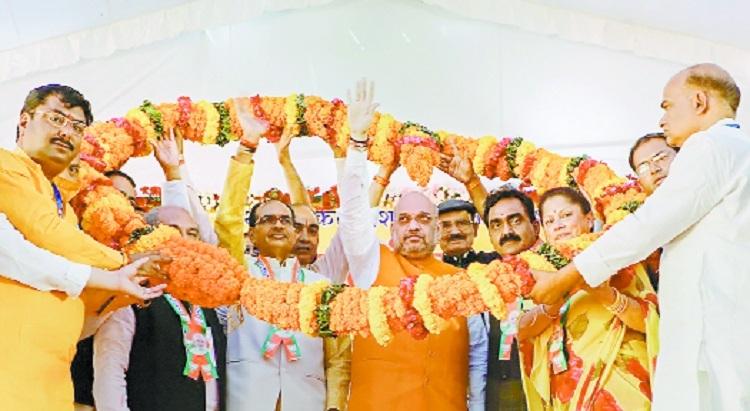 Shah takes potshots at Rahul, top Cong leadership in MP