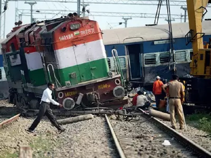 Five killed as train derails in UP