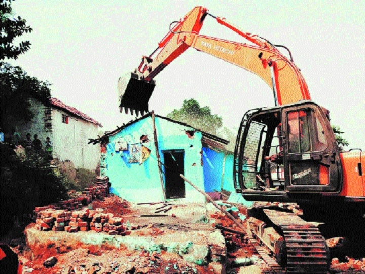 Illegal structures situated on road removed