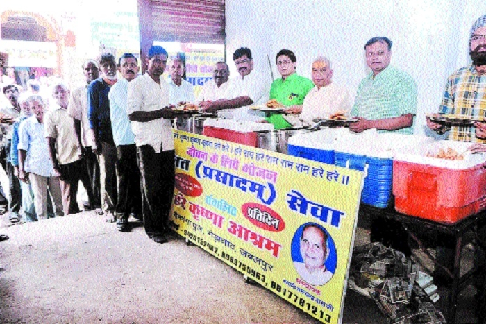 Mobile Bhandara held to mark Agrasen Jayanti