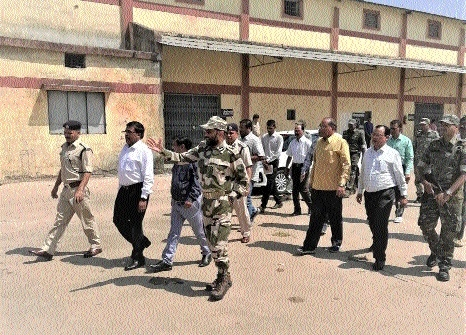 IG GP Singh, Commr Wasnikar review poll preparations