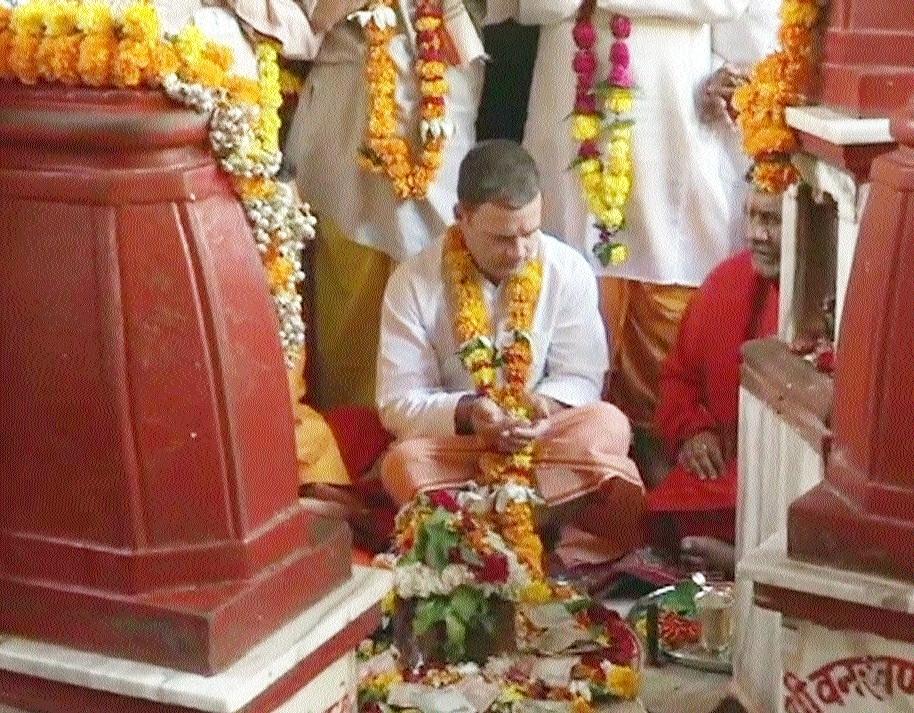 Rahul pays obeisance at Peethambara Peeth