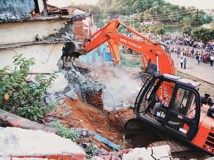JMC faces residents wrath during encroachment drive