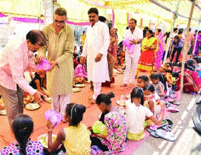 2,800 girls served feast at 'Mahakanya Bhoj'