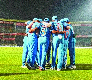 Full-strength India seek control