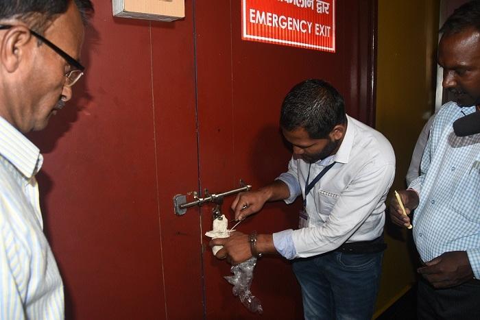 Three floors of Samdareeya Mall sealed