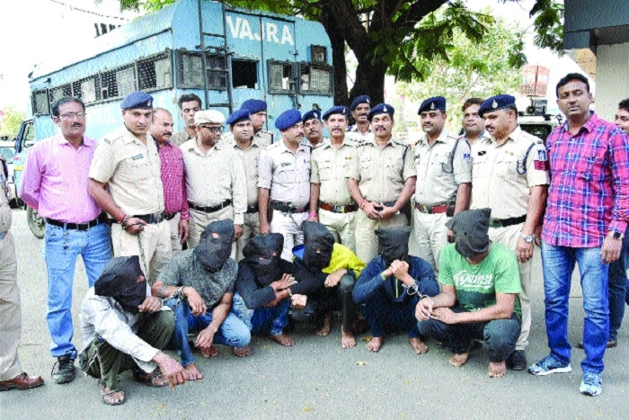 Dacoity bid at petrol pump foiled, six men arrested