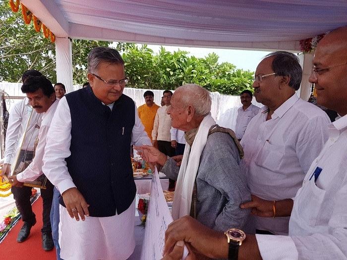Dr Khera honoured with first 'Mahatma Gandhi Smriti Karyanjali Puraskar'