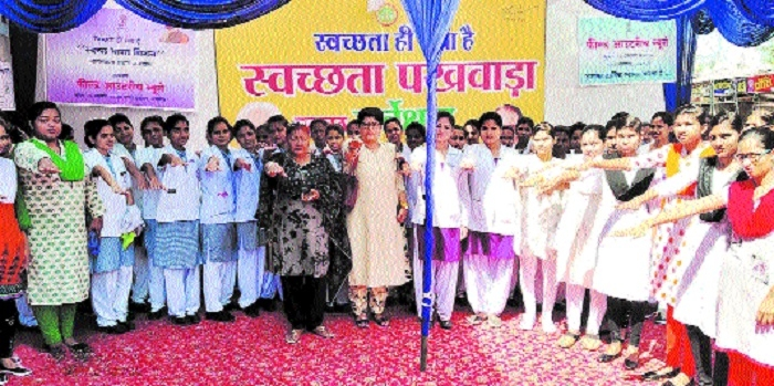 Medicine traders participate in cleanliness campaign
