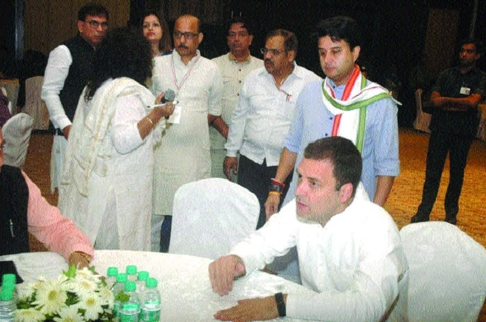 Rahul takes on BJP over religious visits