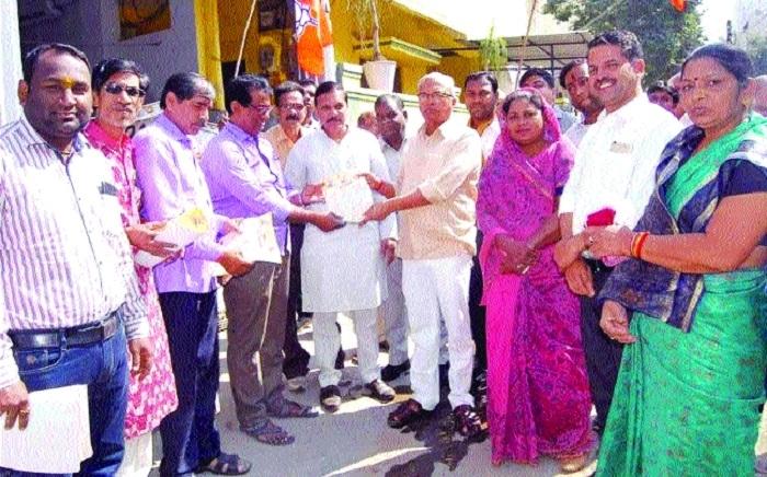 Singh, Kushwaha, Laria take part in contact drive