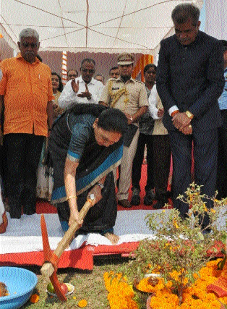 Governor lays foundation stone for 700 seater auditorium at KTUJM