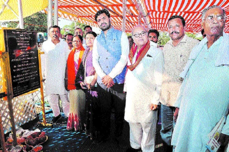 MoS Jain performs bhoomipujan for 3 projects