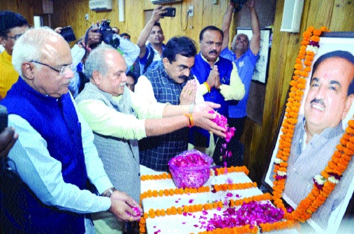BJP leaders pay tributes to Ananth Kumar