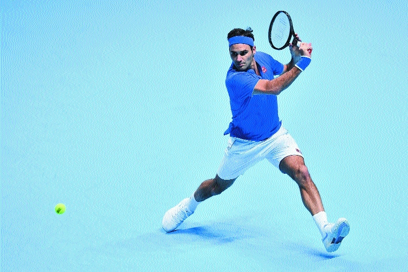 Federer outclasses Thiem