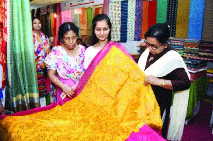 Hastashilpi's silk exhibition pulling crowds