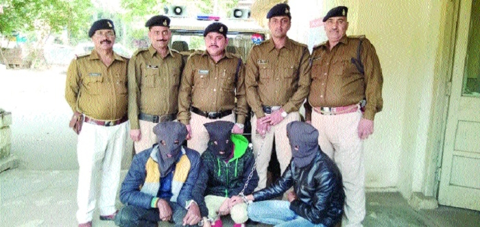Minor among 4 held for loot near Chetak Bridge