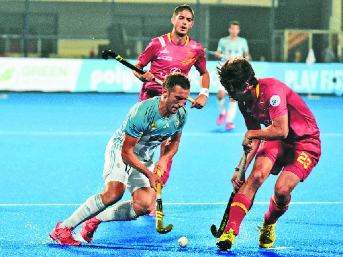 Olympic champs Argentina eke out win
