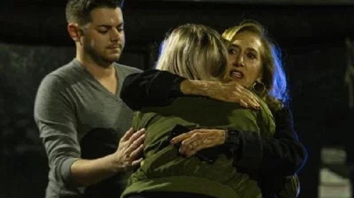 Gunman kills 2, injures 5 at yoga studio in US