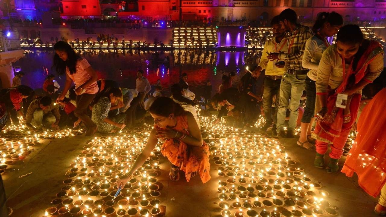 Over 3 lakh diyas lit on banks of Sarayu in new world record