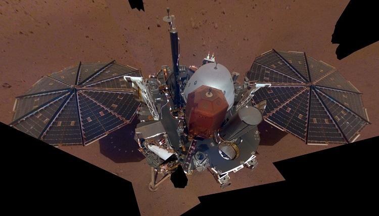 InSight lander takes its 1st selfie on Mars