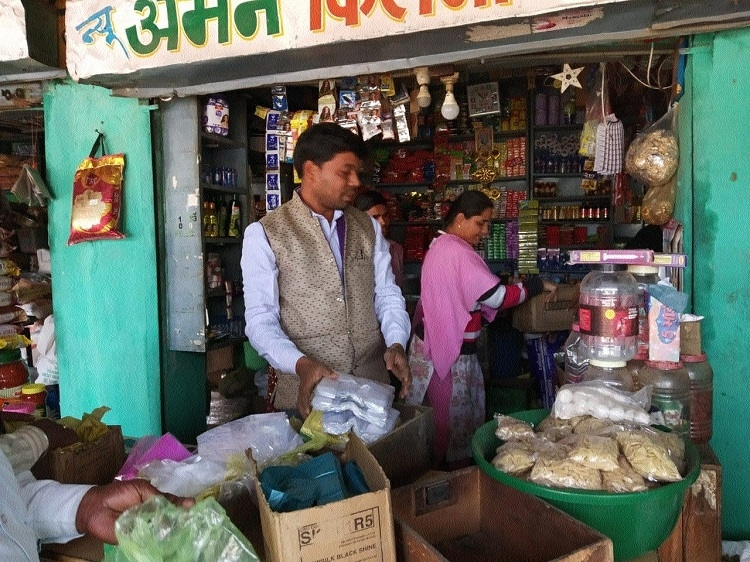 Low quality plastic bags seized from shops in Deori