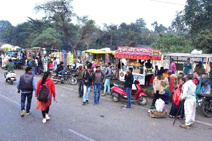 Encroachments, poor parking blot on Jabalpur Stn