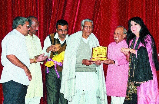 Kavivarya Suresh Bhat hall reverberates to thunderous beats of 175 percussionists