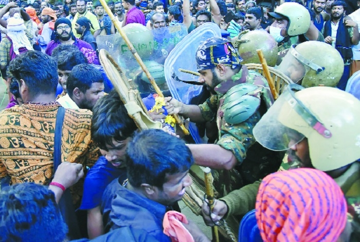 2 women forced to return without offering prayers at Sabarimala