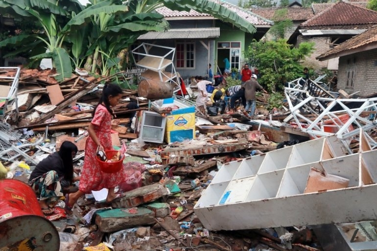 Tsunami toll now 429; thousands homeless
