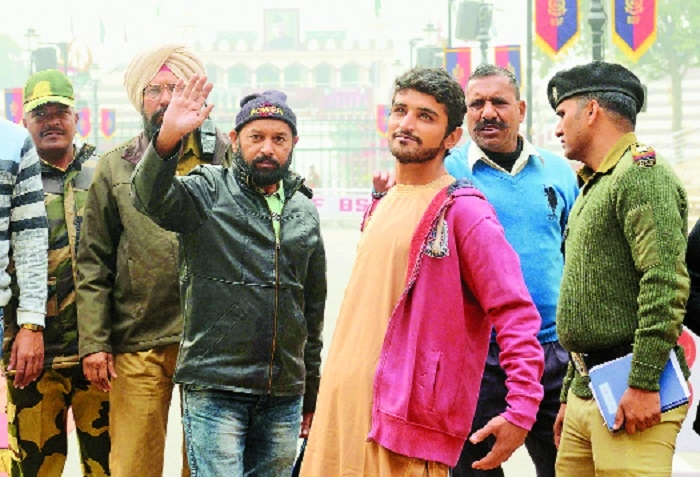 India releases two Pakistani nationals