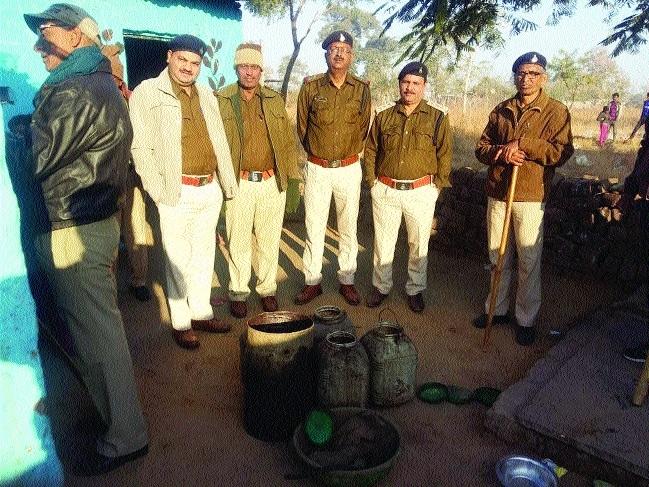 Excise team nabs woman, seizes 60 kg Mahua Lahan during raid