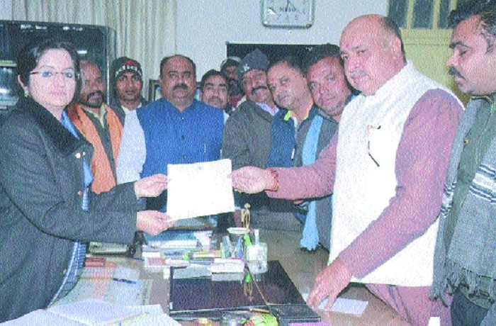 MLA Ashok Rohani meets Collector, submits memo