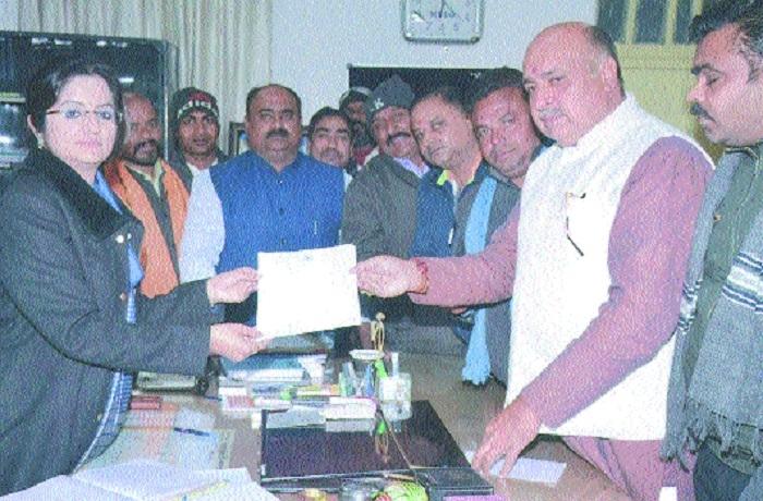 MLA Ashok Rohani meets Collector, submits memo