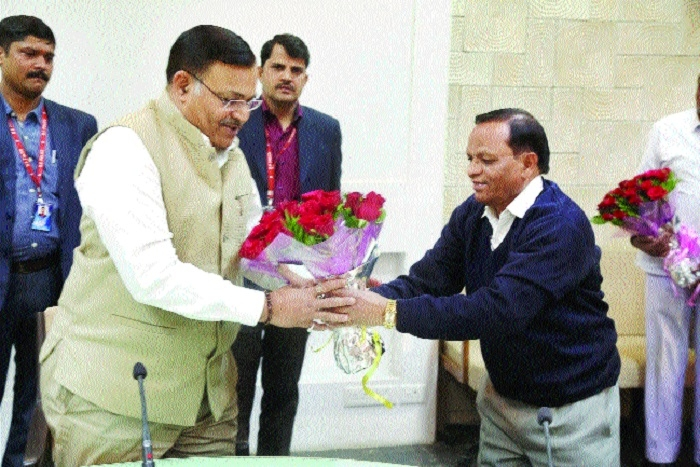 CS B P Singh given warm farewell at Mantralaya