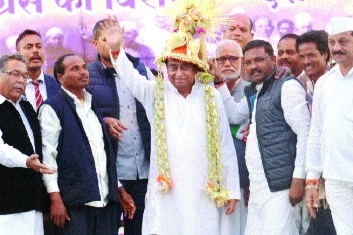 Only officers will give info about works: CM