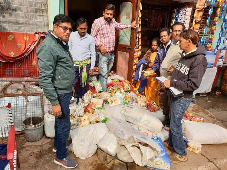 Health Deptt seizes colossal stock of polythene bags from businessmen, vendors