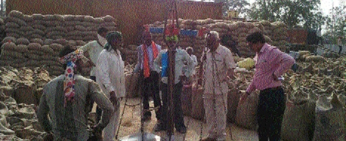 Shortage of gunny bags hit paddy procurement in State