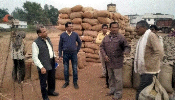 Paddy centres' managers asked to lift procured stock in time