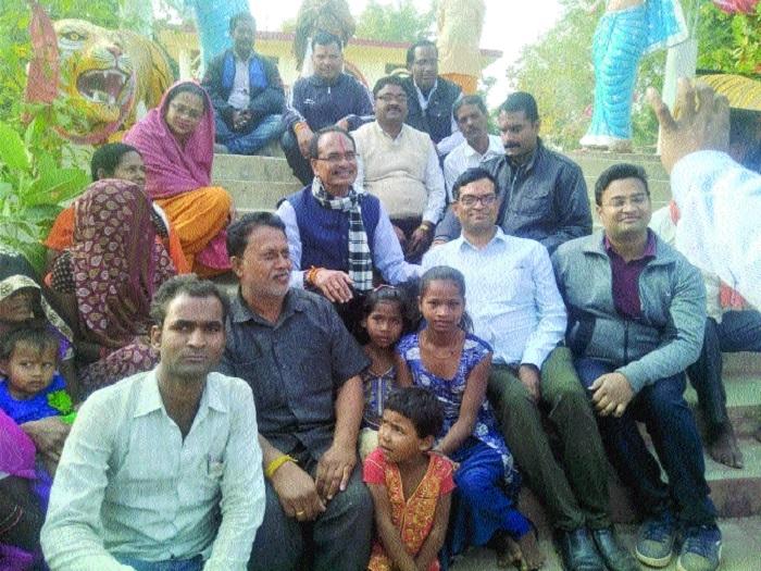 CM Chouhan, family unwind in Bandhavgarh Reserve