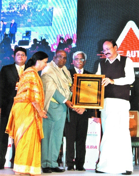 Dr Kailash Gupta awarded Lifetime Achievement Award in Auto Summit