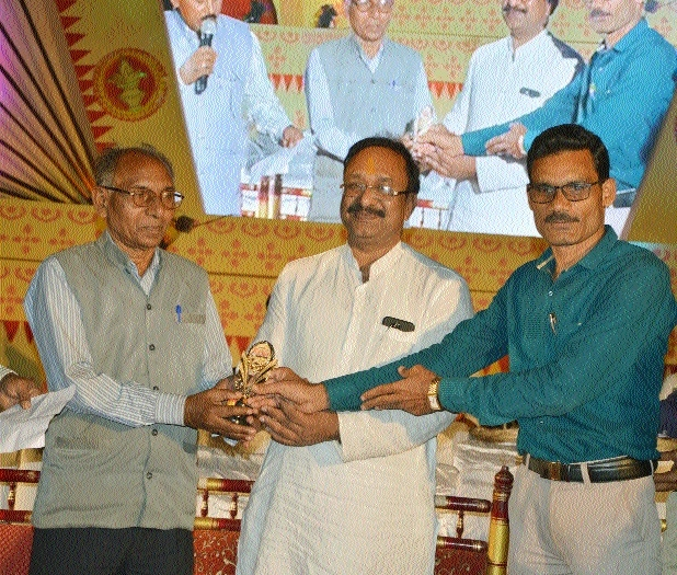 Litterateurs honoured at Rajim Kumbh Kalp Mela