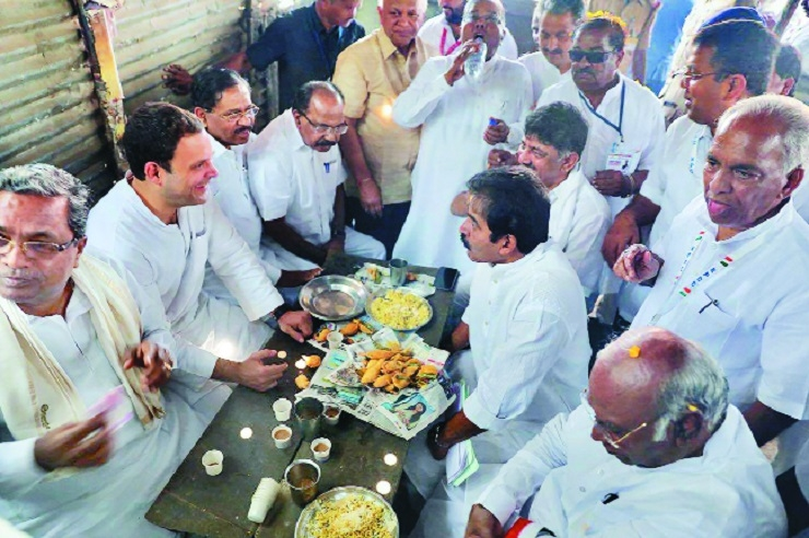 Rahul munches on pakodas, bhajjis in K'arnataka