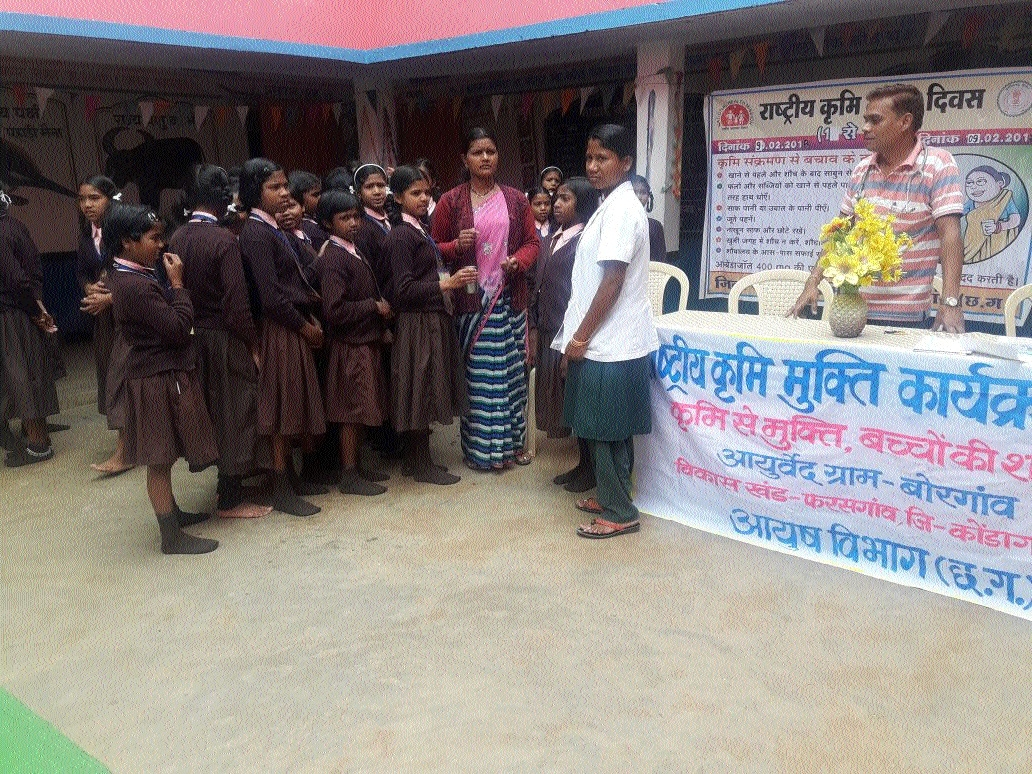 Children given de-worming medicines in Farasgaon