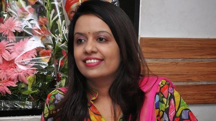 Support farming with supplementary business: Amruta Fadnavis