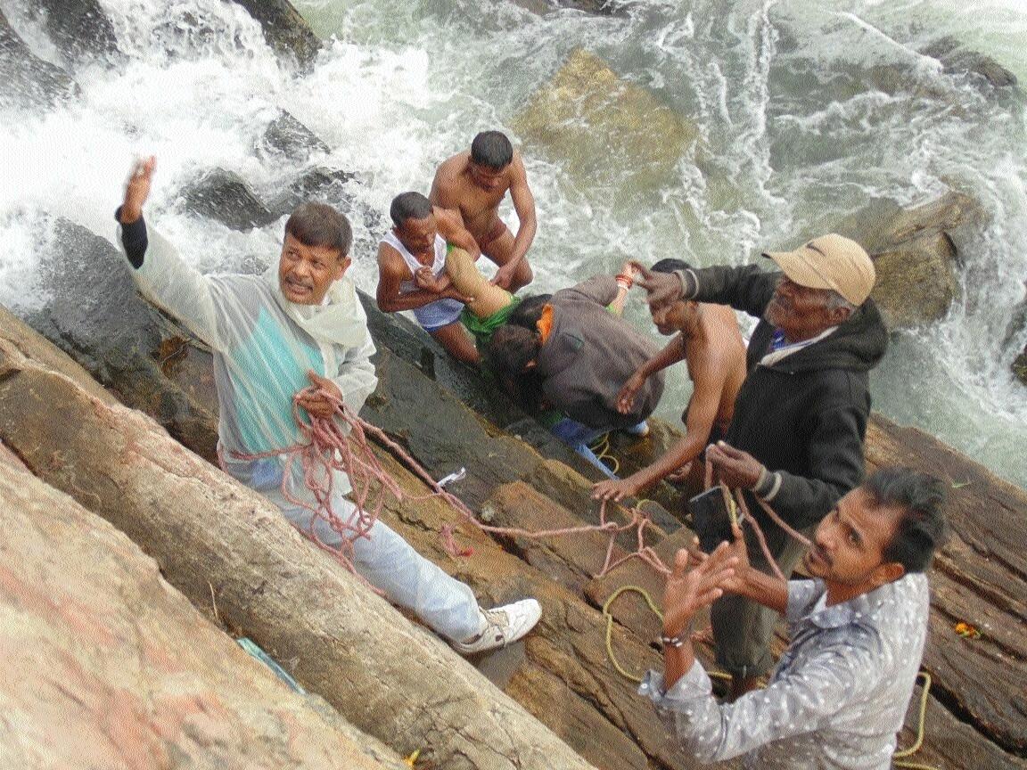 Alert cops, divers rescue woman who jumped into Dhuandhar
