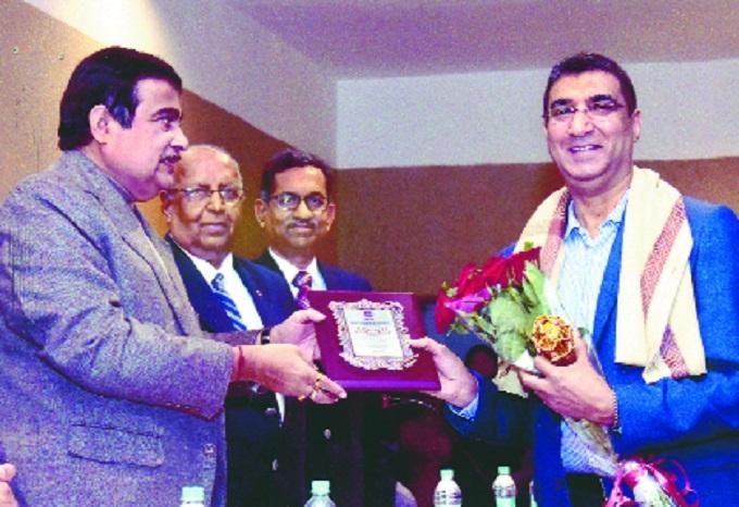 Dr Ravindra Dhanraj Gandhi bags award