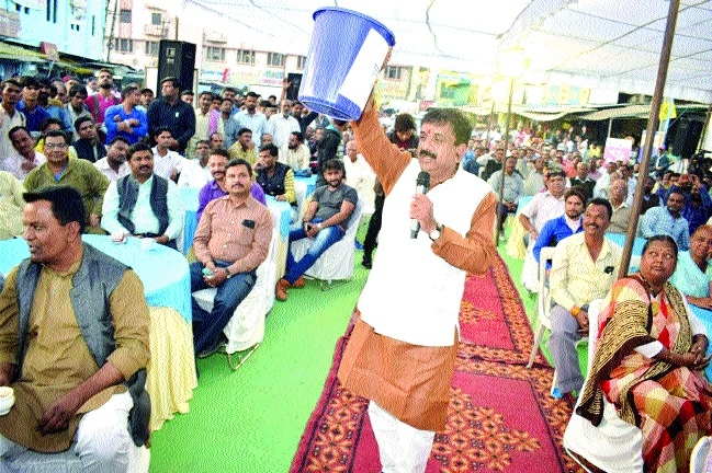 Mayor holds discussion with locals at 'Chai pe Charcha'